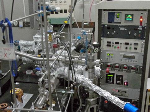 """分析分子線エピタキシー装置 """"B室NEDO"""" (D3)"""